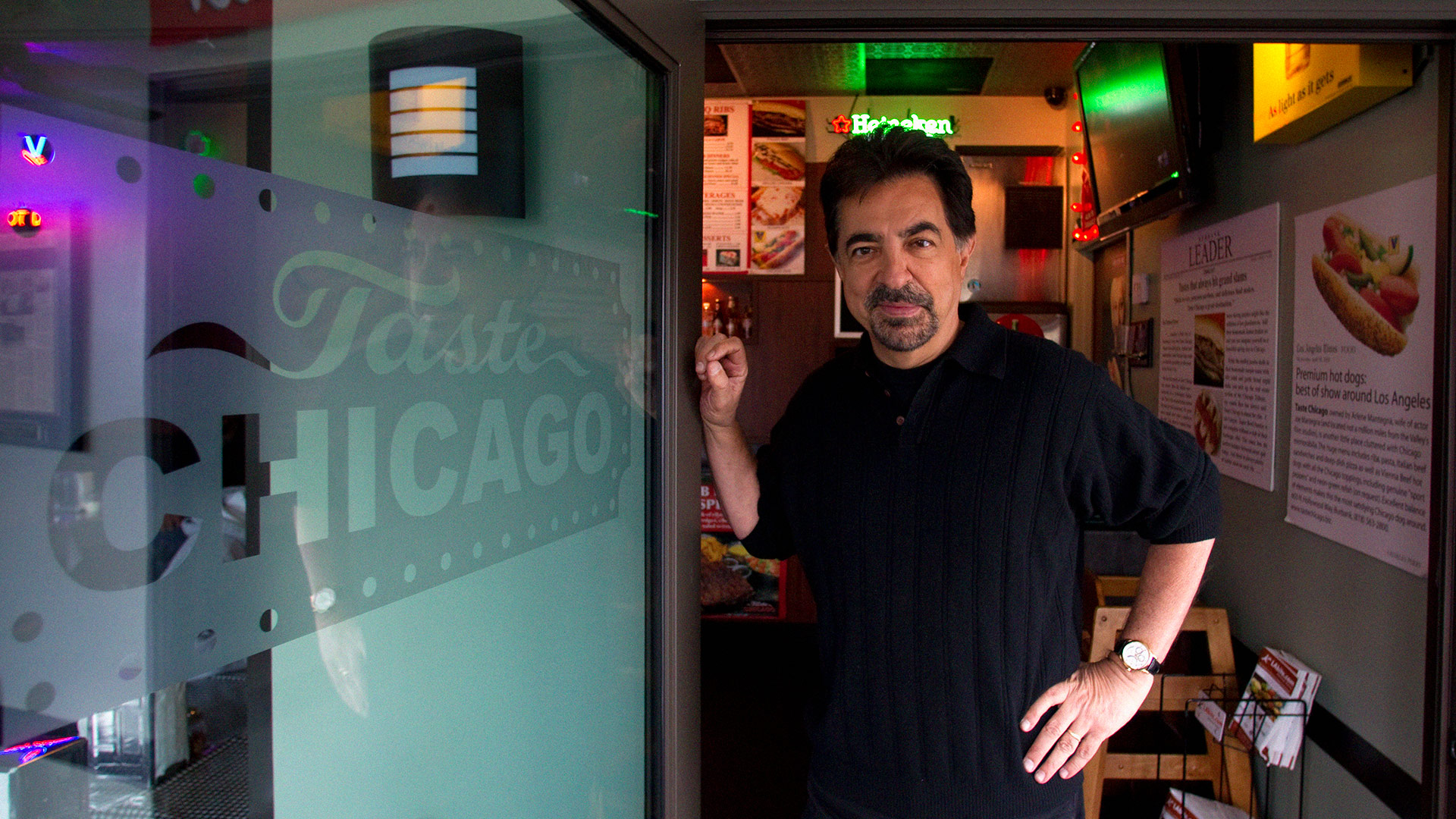 Joe Mantegna gets a taste of Chicago