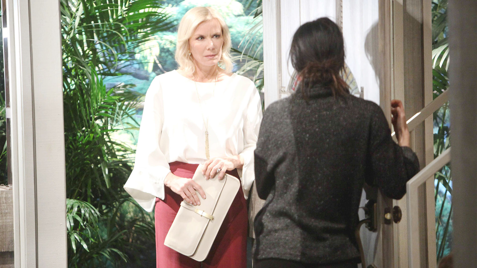 Arriving to share her and Ridge's good news, Brooke is shocked to find Steffy in emotional dismay.