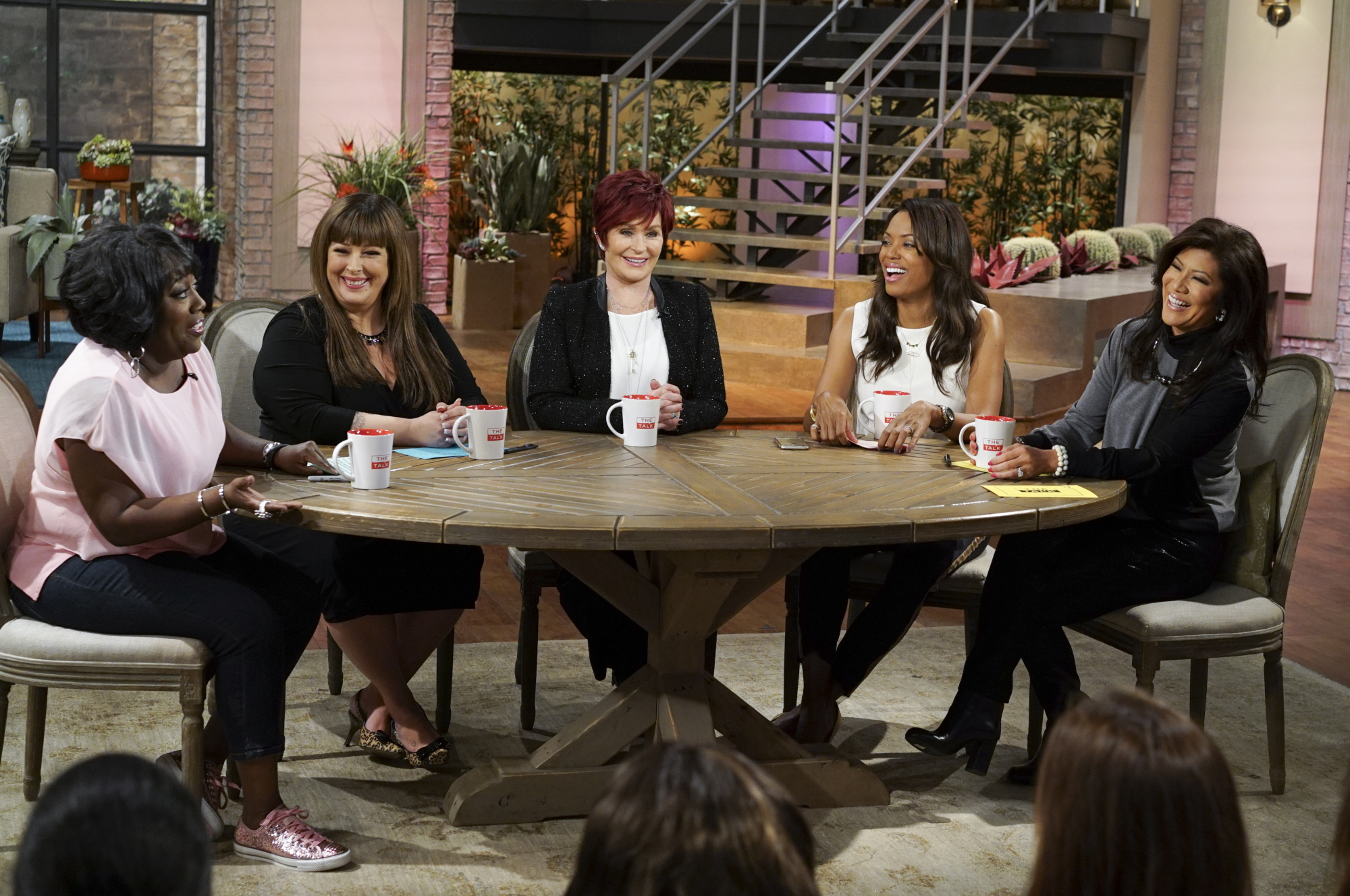 6. Carnie Wilson filled in as guest co-host.