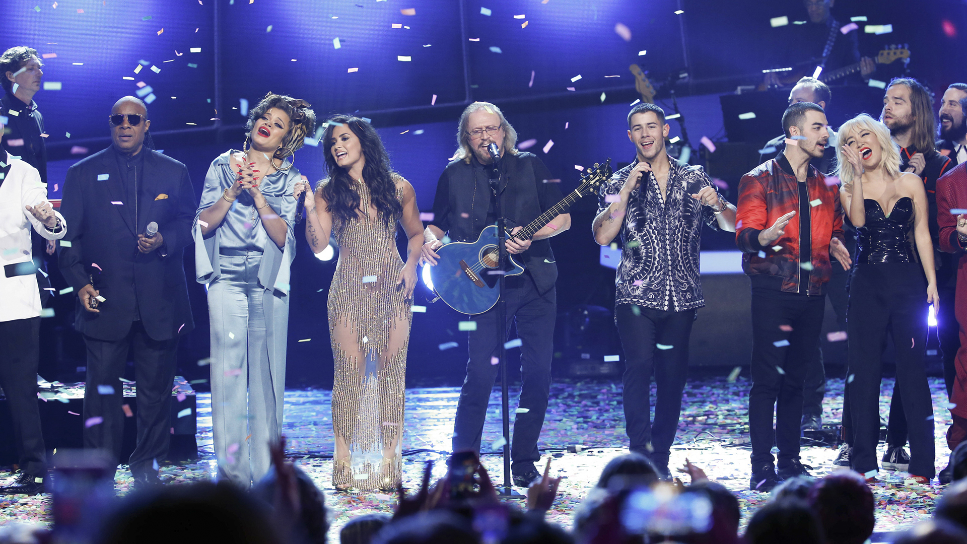 Barry Gibb and a superstar ensemble perform