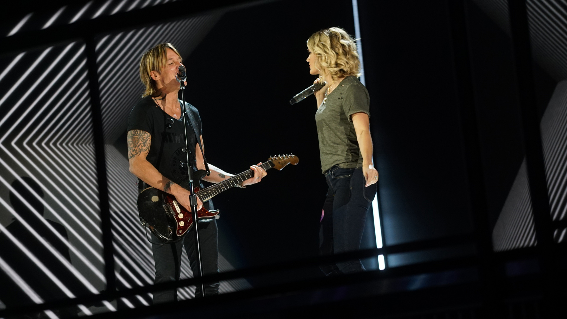 Keith Urban and Carrie Underwood sport a relaxed look while rehearsing at Staples Center.