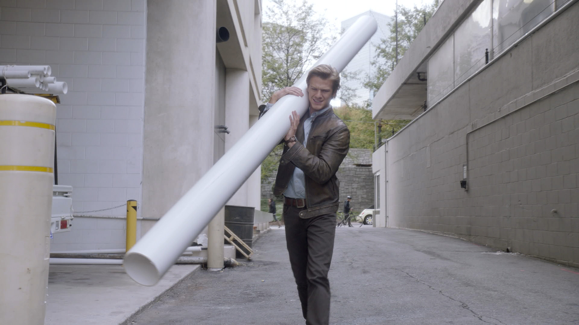 MacGyver makes use of a discarded PVC pipe.