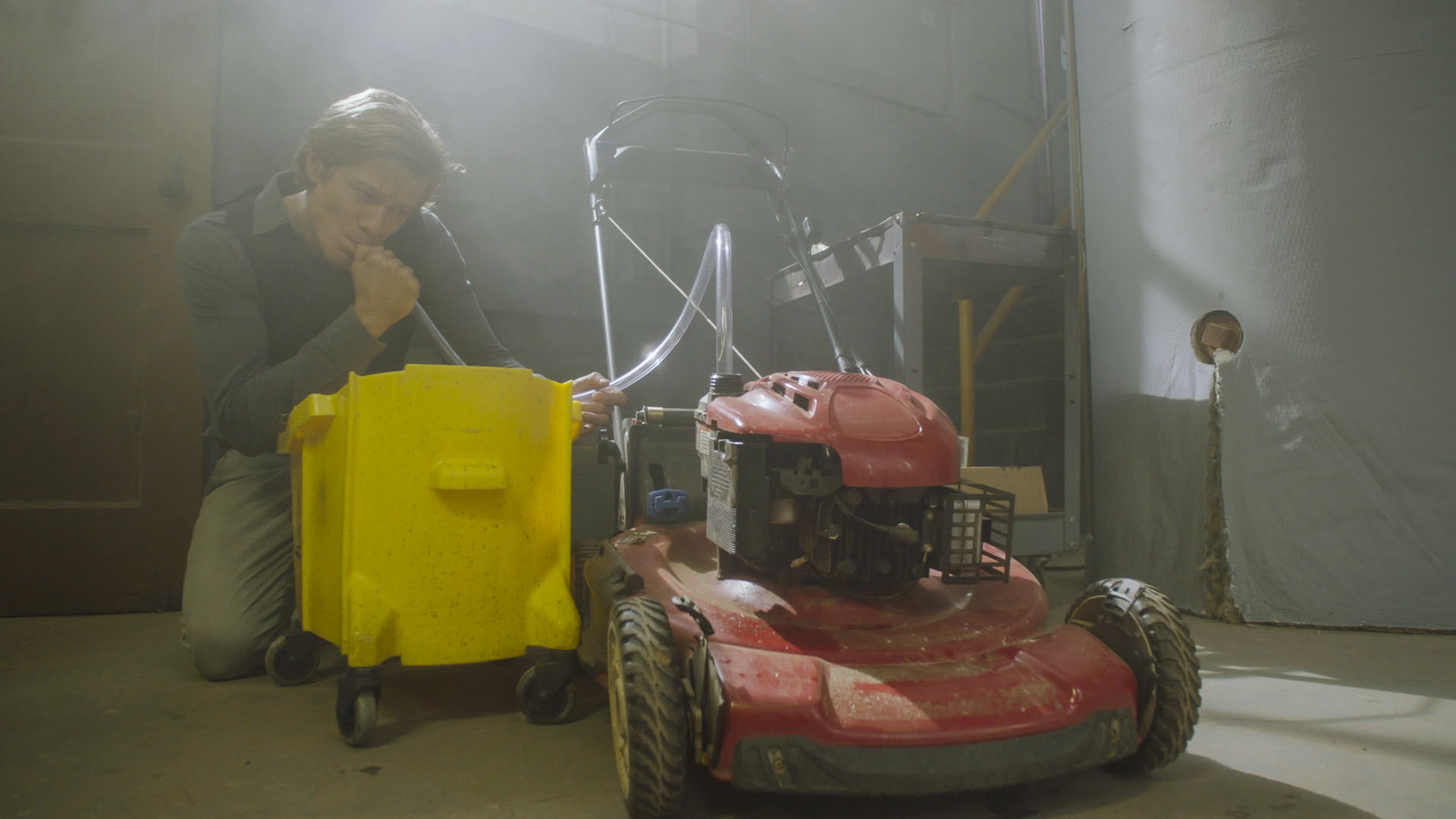 MacGyver finds a creative way to use an old lawnmower.