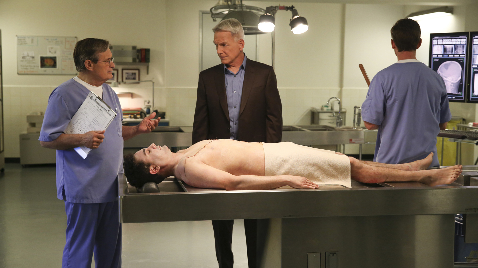 Gibbs and Ducky confer over the corpse.