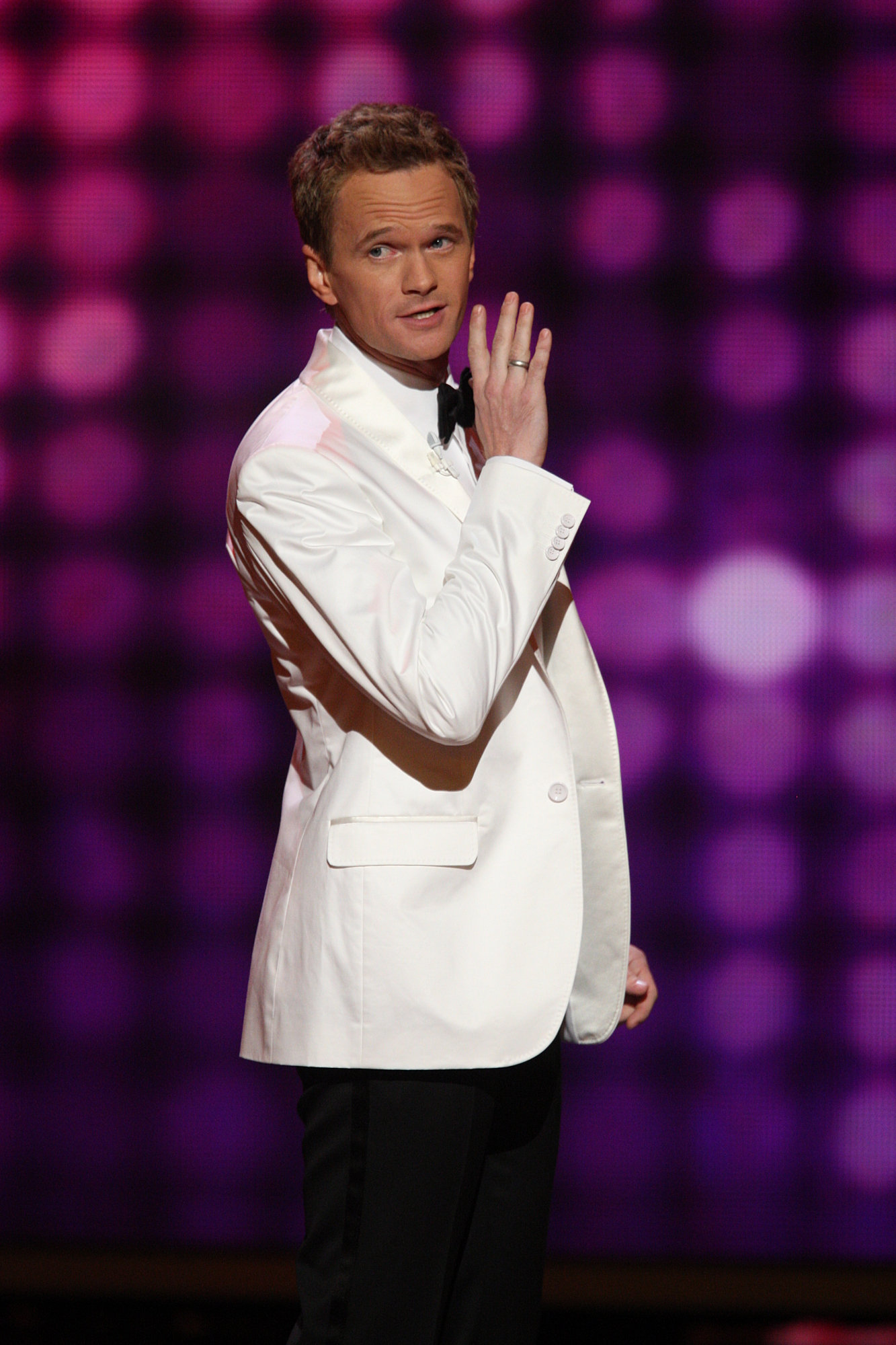 Neil Patrick Harris to Present