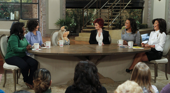 Miss Piggy Joins The Hosts Roundtable