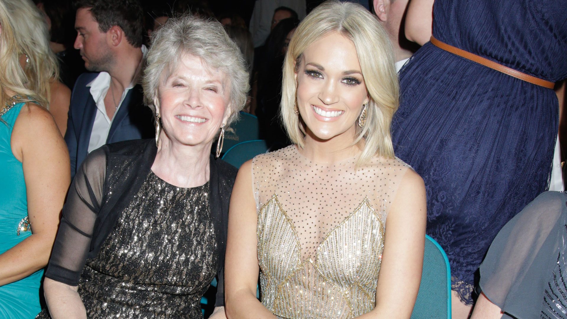 Carrie Underwood took her mom, Carole, as her guest to the 2016 ACM Awards.