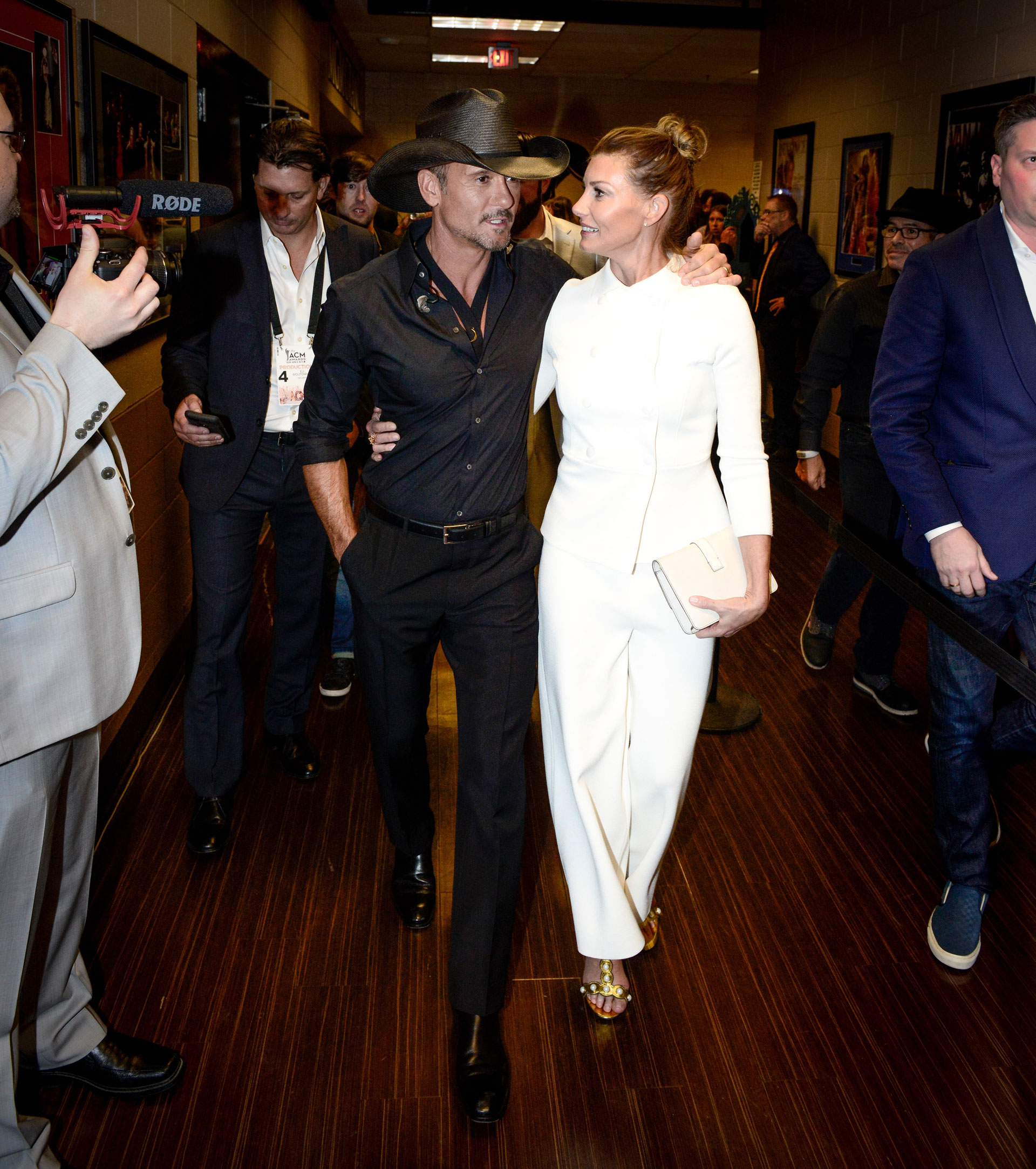 One of country's top power couples, Tim McGraw and Faith Hill, gave us all the feels when they looked like lovebirds backstage.