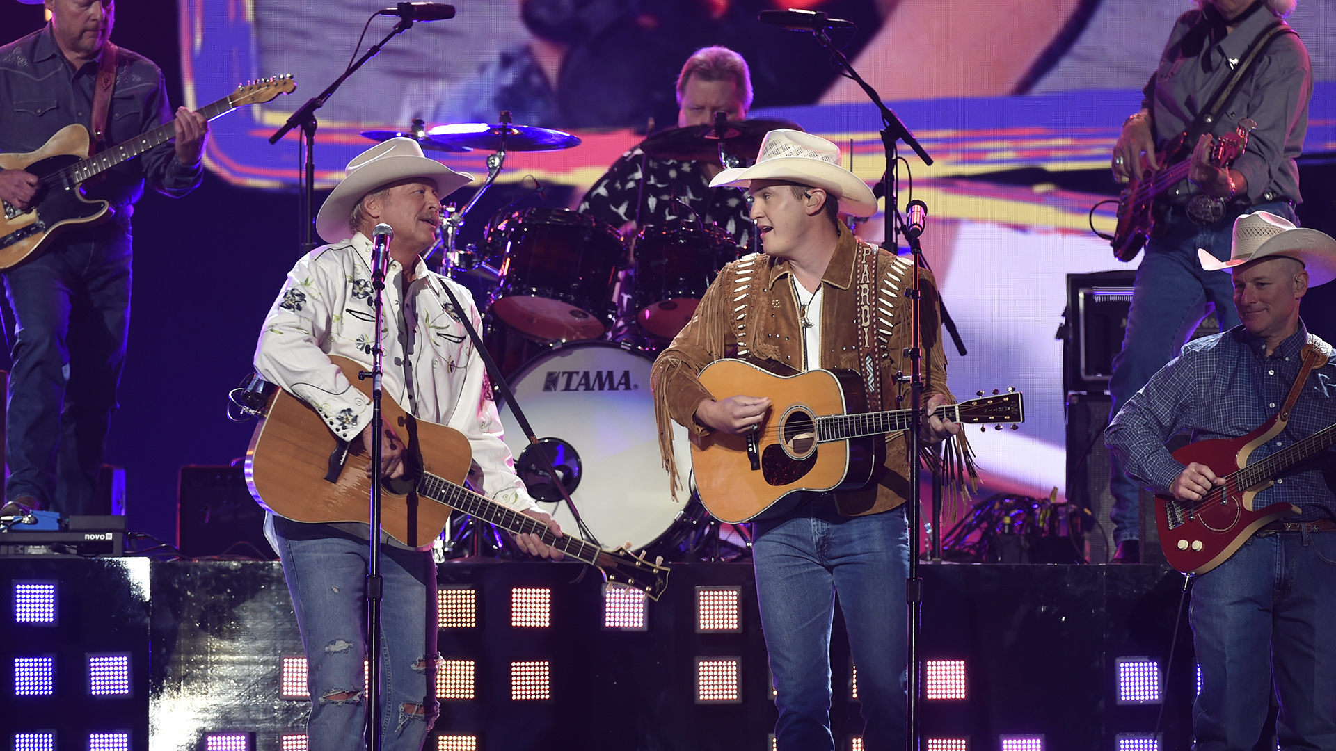 Country mainstay Alan Jackson teams up with Album of the Year nominee Jon Pardi for an ACM flashback performance of Jackson's 1993 hit