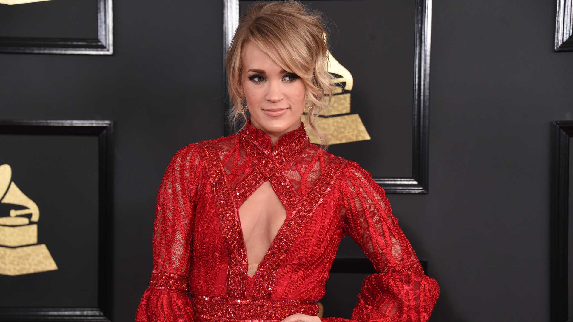 GRAMMYs 2017: Carrie Underwood