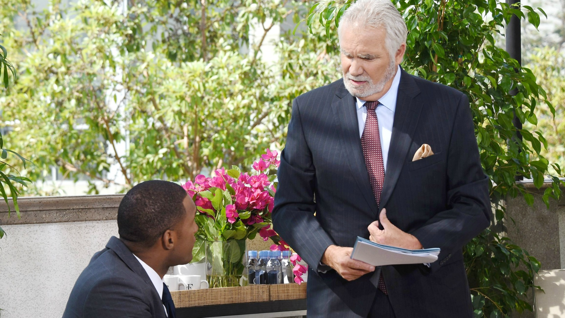 Eric faces a major dilemma when Carter arrives with a delivery from Ridge.