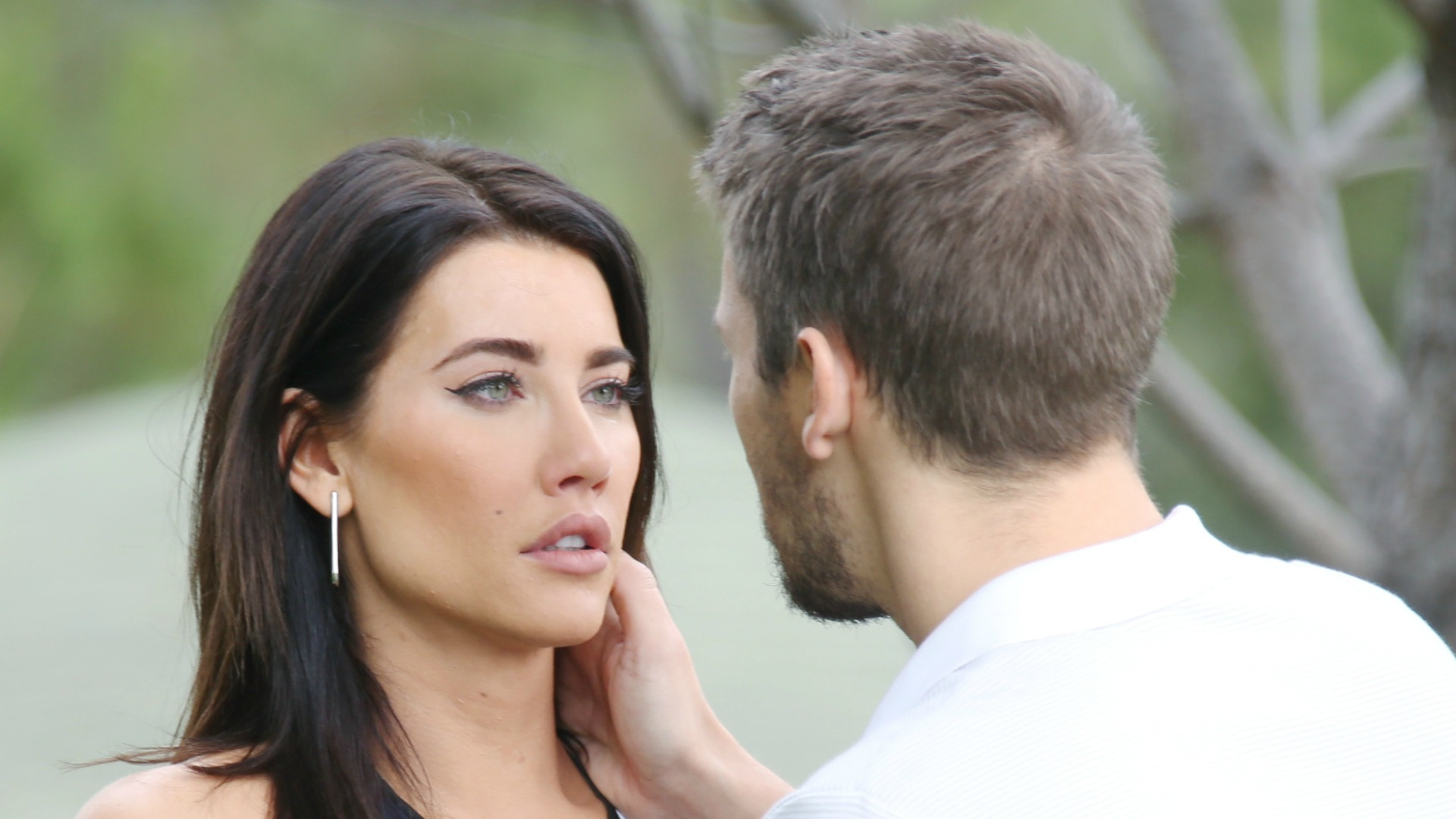 Liam gives Steffy an option when he finds her alone on the beach contemplating her marriage.