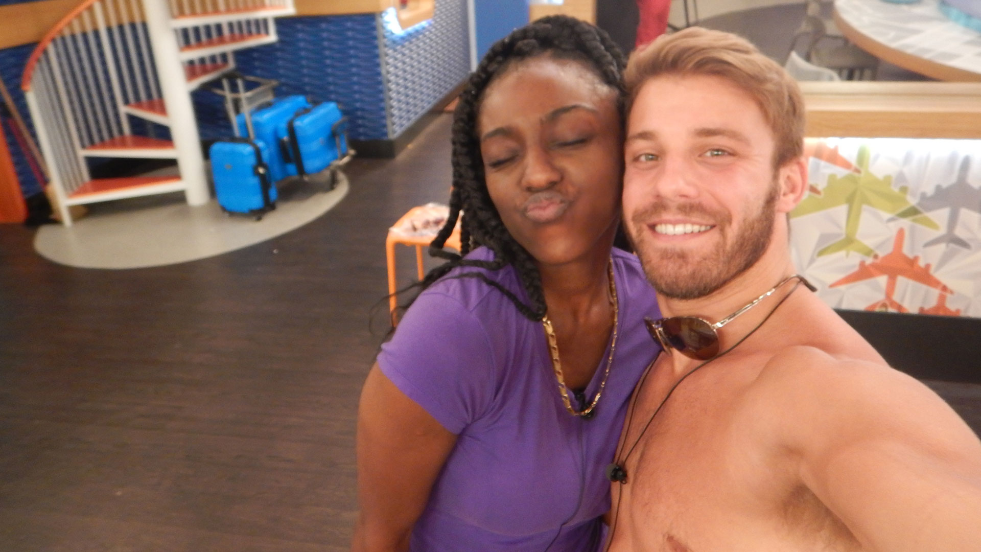 Da'Vonne puckers up for this season's second HOH.