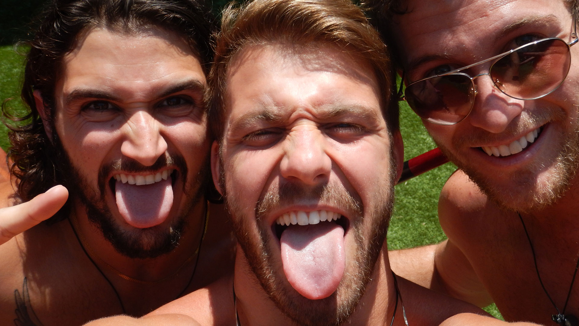 Tongues out for BB18!