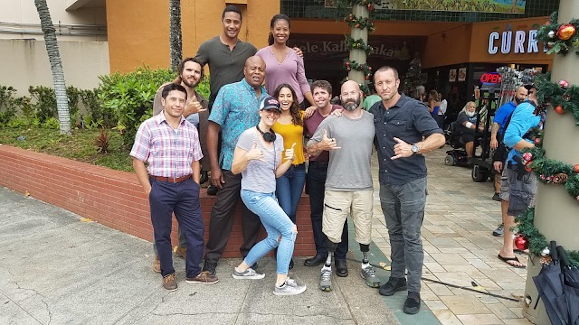 Sharing Christmas Cast.Real Life Veterans Swoop In To Save Christmas On Hawaii Five 0