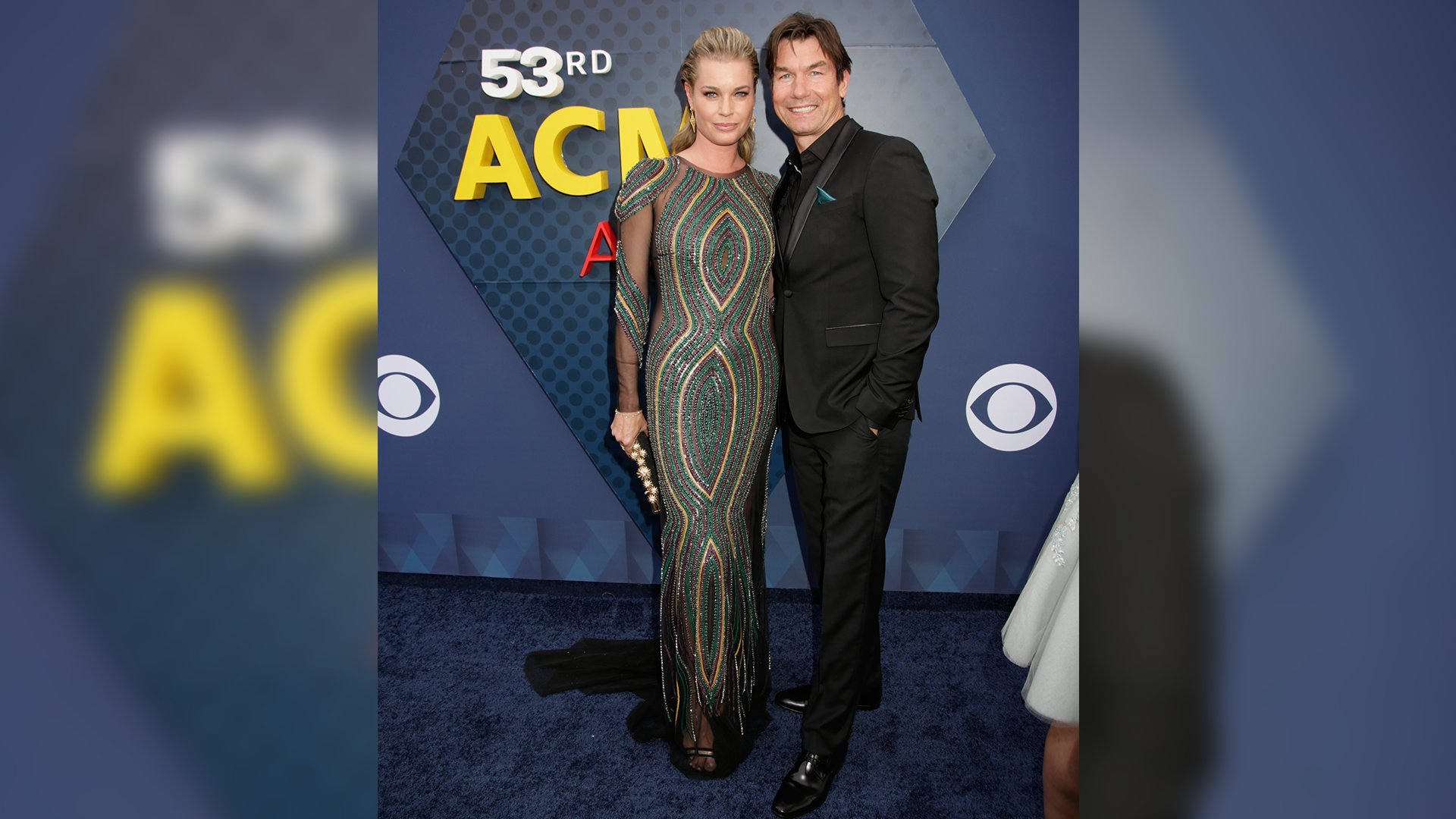 Rebecca Romijn and Jerry O'Connell walk down the ACM red carpet before presenting an award.