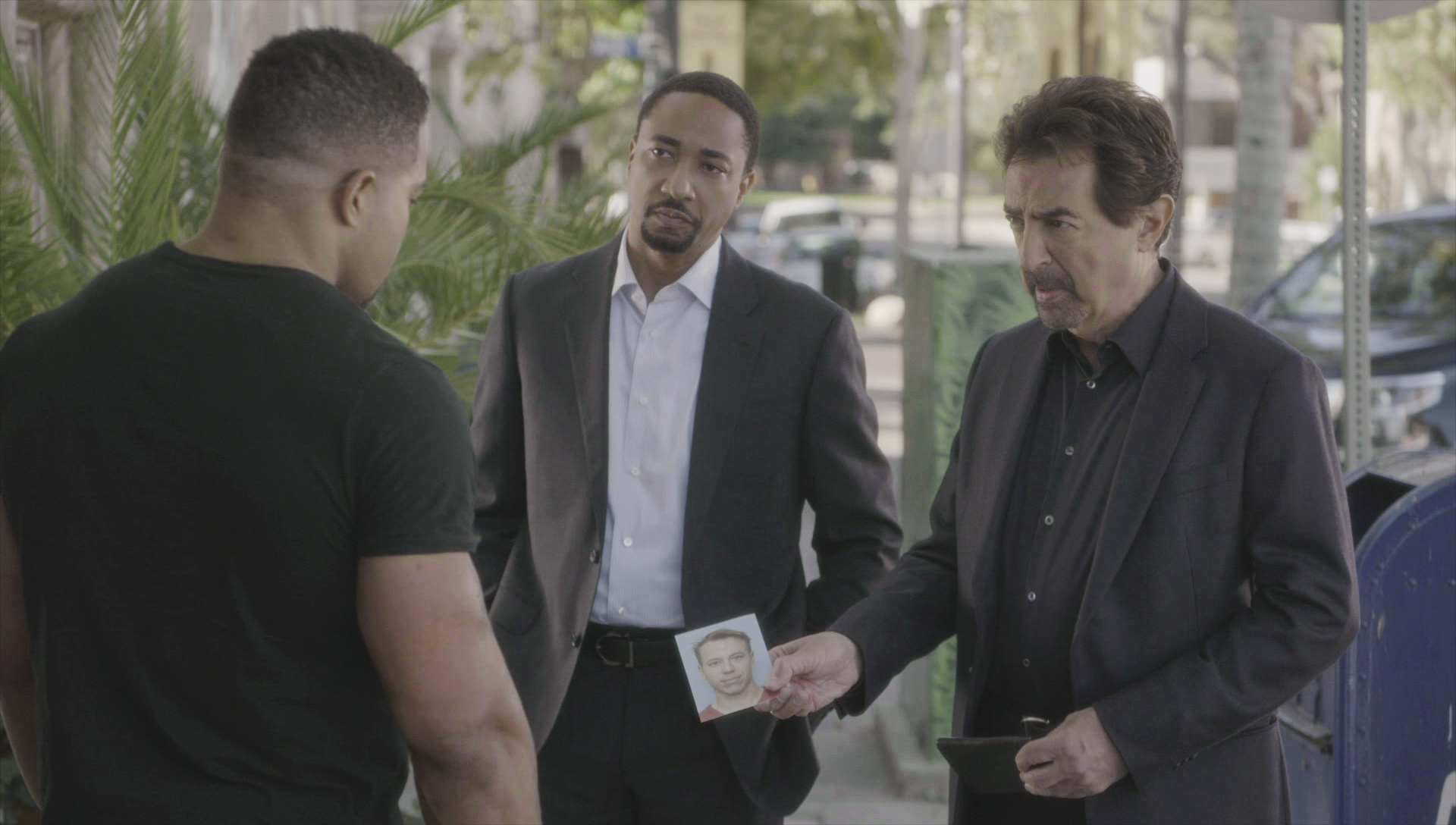 Agent Walker and David Rossi speak to a witness.