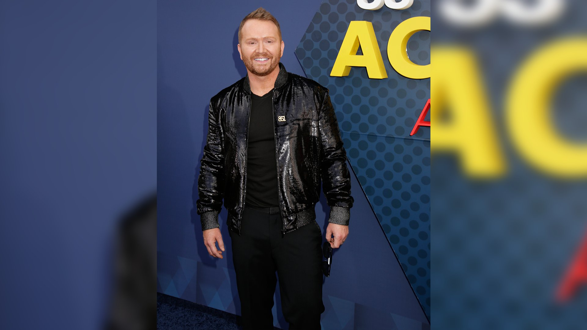 Singer/songwriter Shane McAnally looks trés chic in his all-black ensemble.