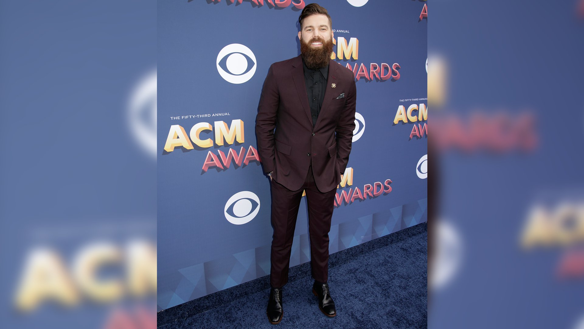 Hot off the recent release of his debut LP, Jordan Davis found time to saunter down the ACM red carpet.
