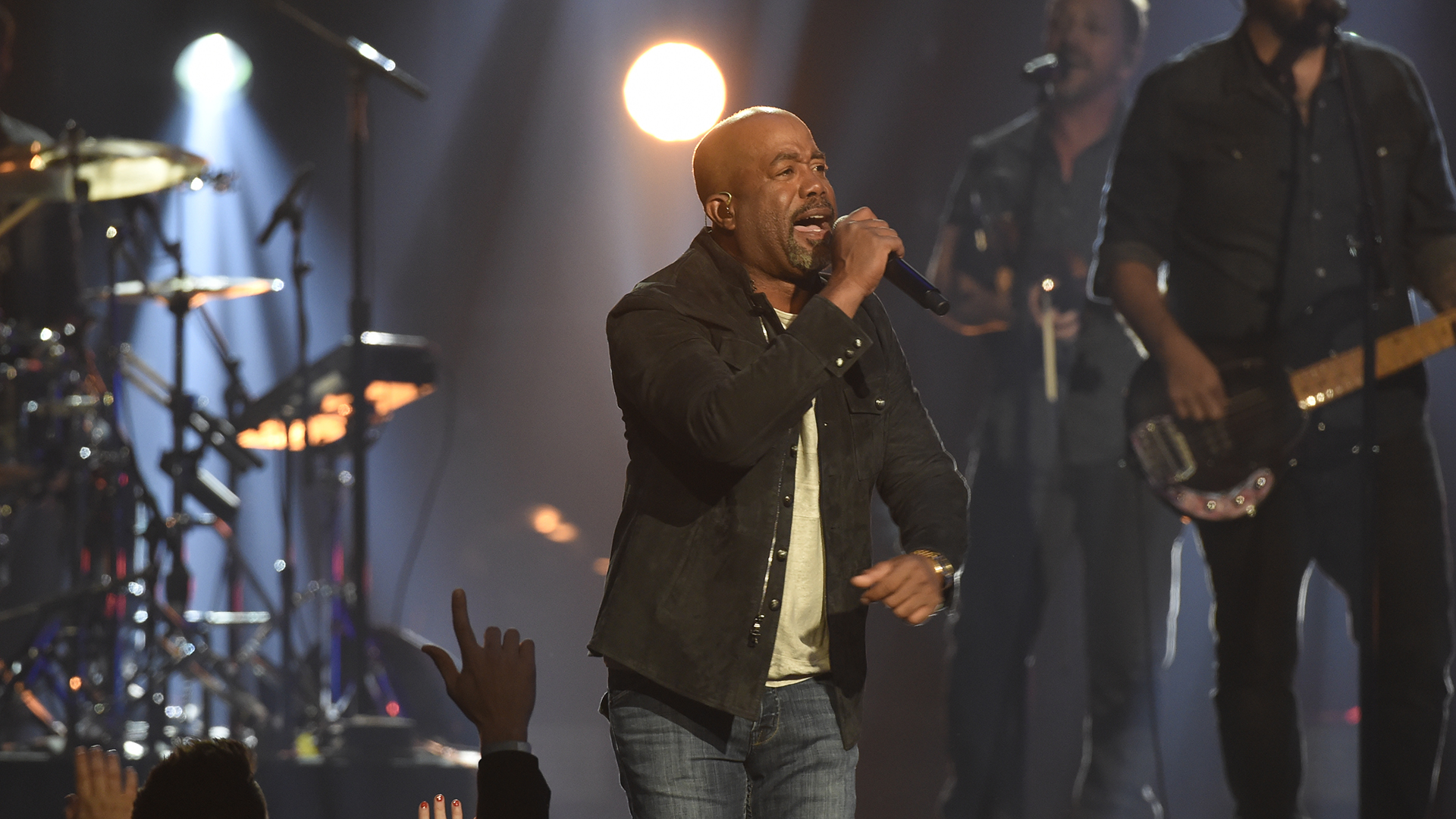 Darius Rucker gets the crowd going with