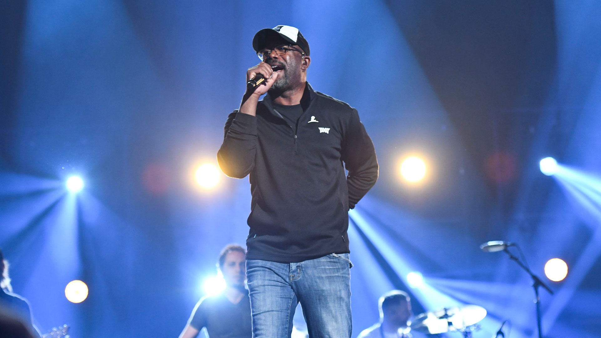Darius Rucker looks oh-so-cozy while rehearsing his performance at Country Music's Party of the Year.