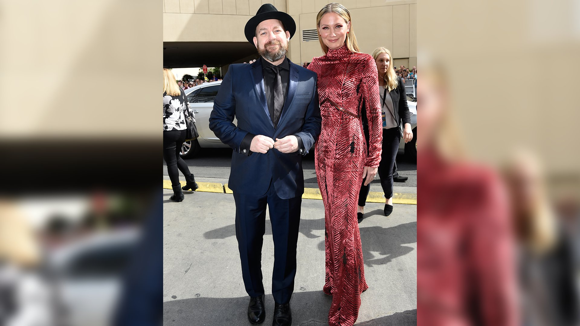 Sugarland singer Jennifer Nettles, standing with bandmate Kristian Bush, looks positively regal in this red column dress.