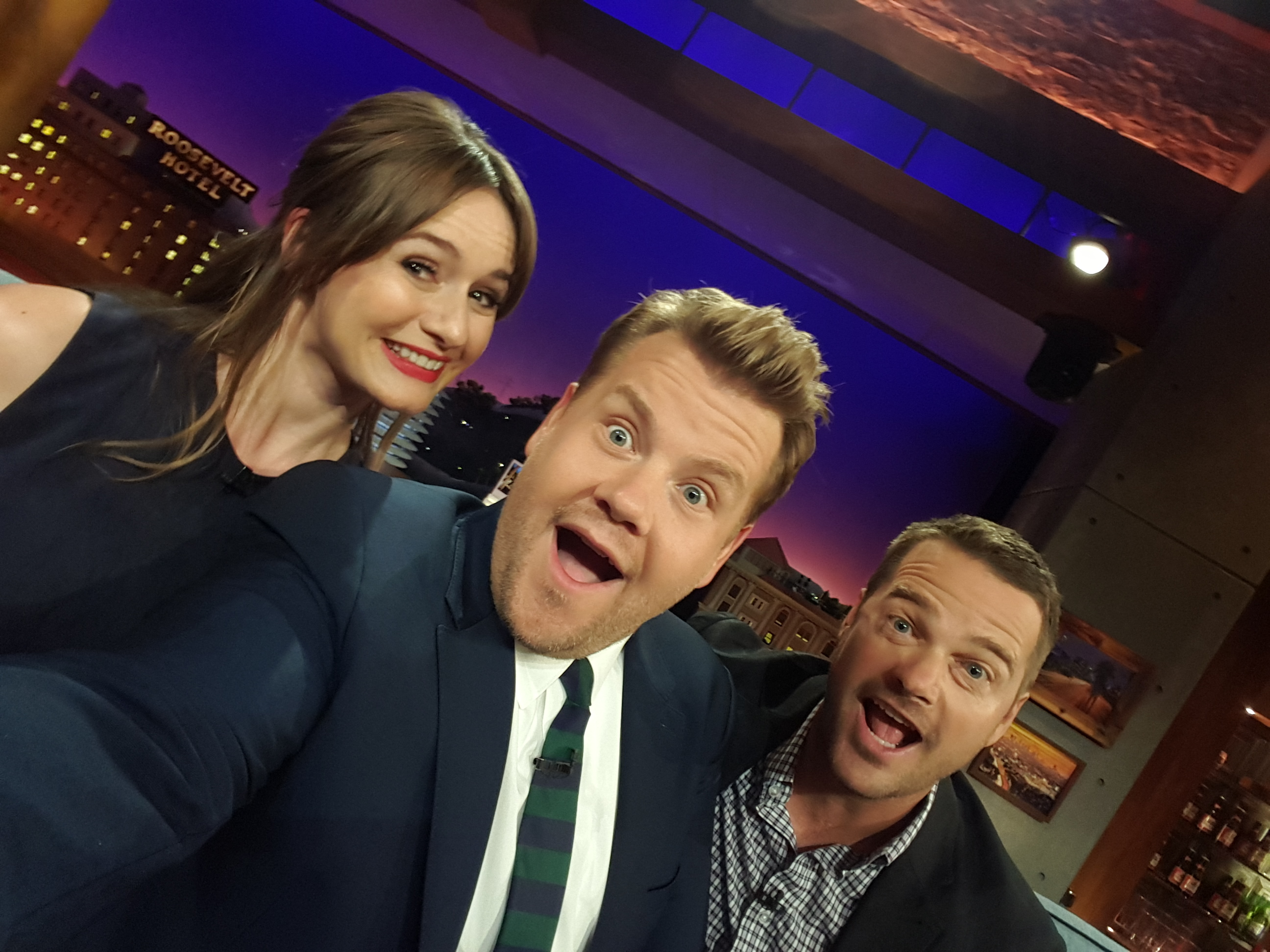 Chris O'Donnell gets happy with Emily Mortimer