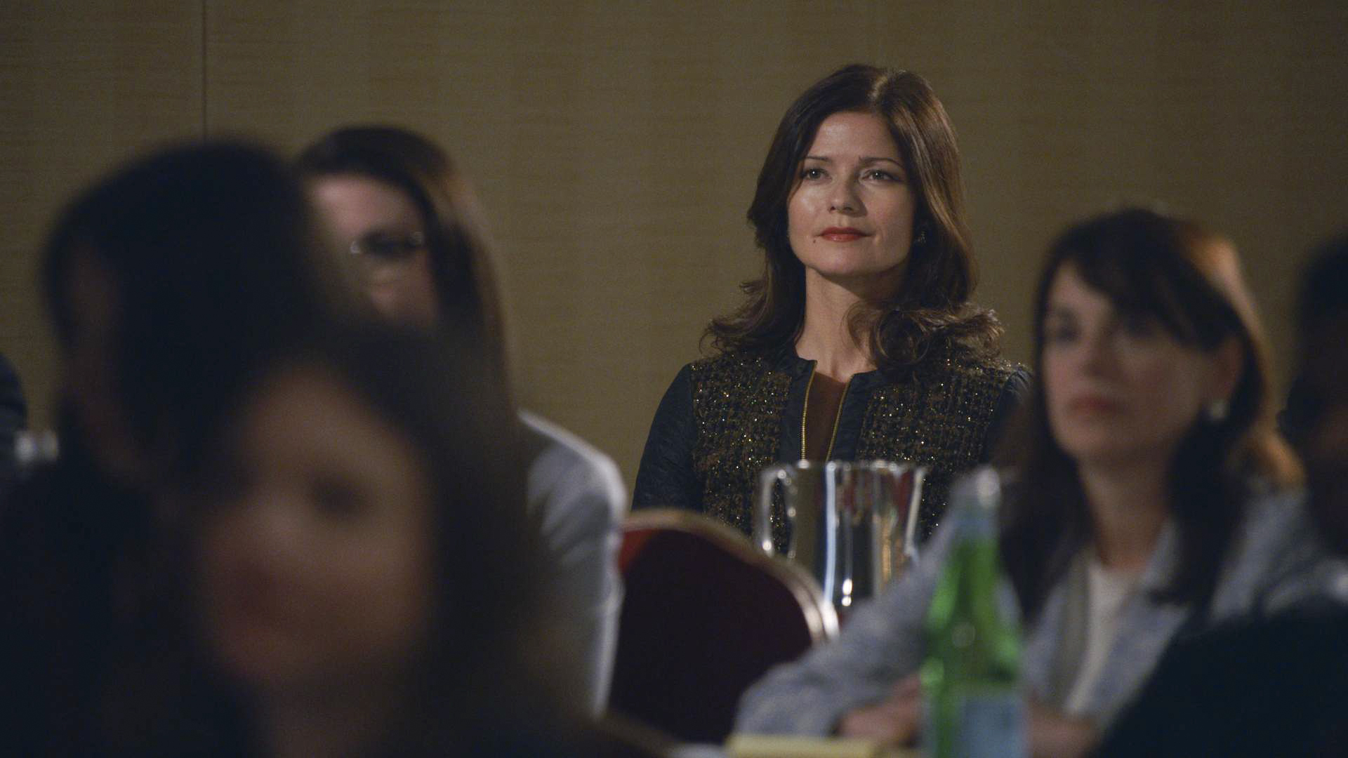 Jill Hennessey guest stars as Rayna Hech in