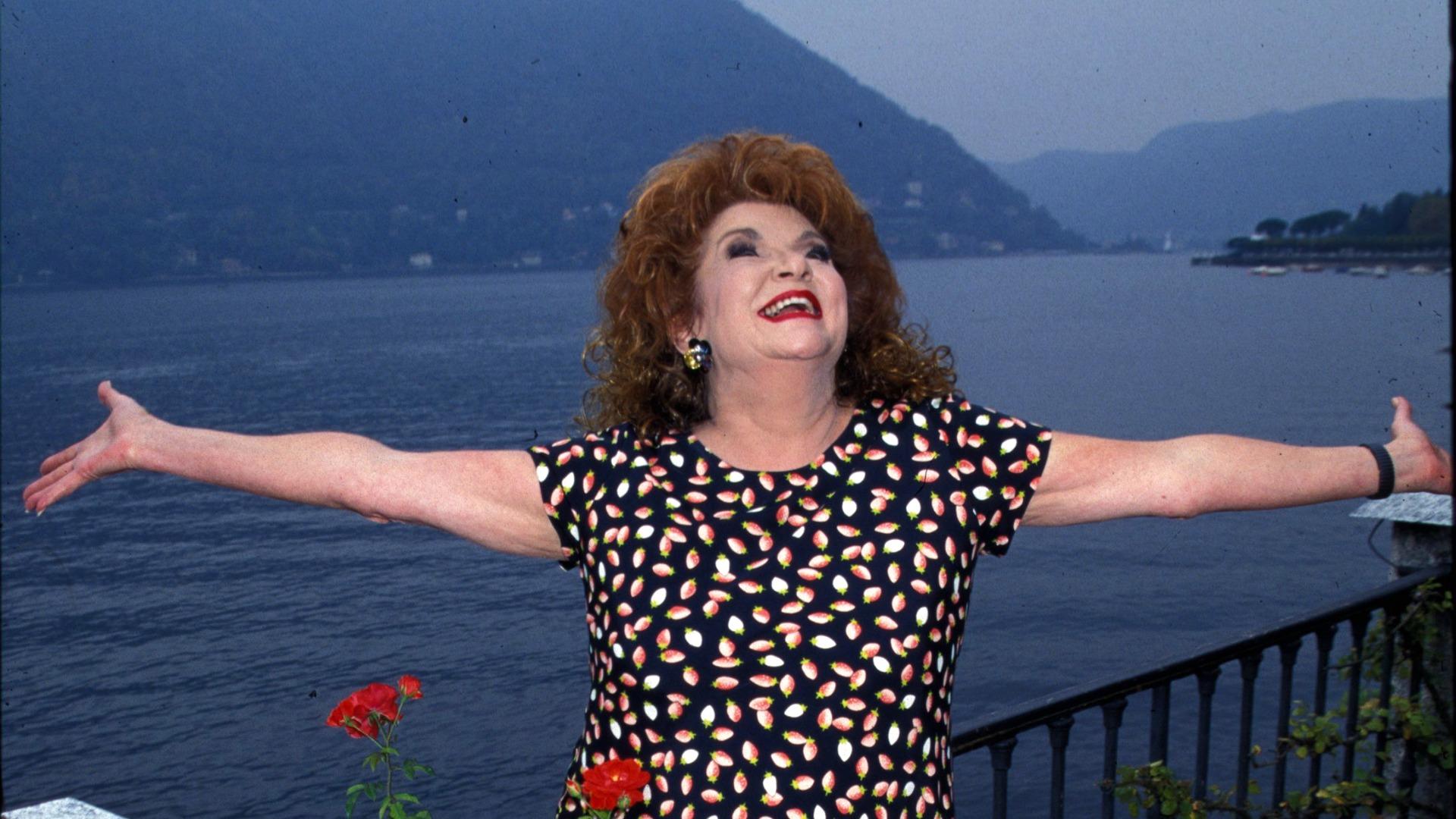 The late Darlene Conley drank in the beautiful weather in Lake Como, Italy.