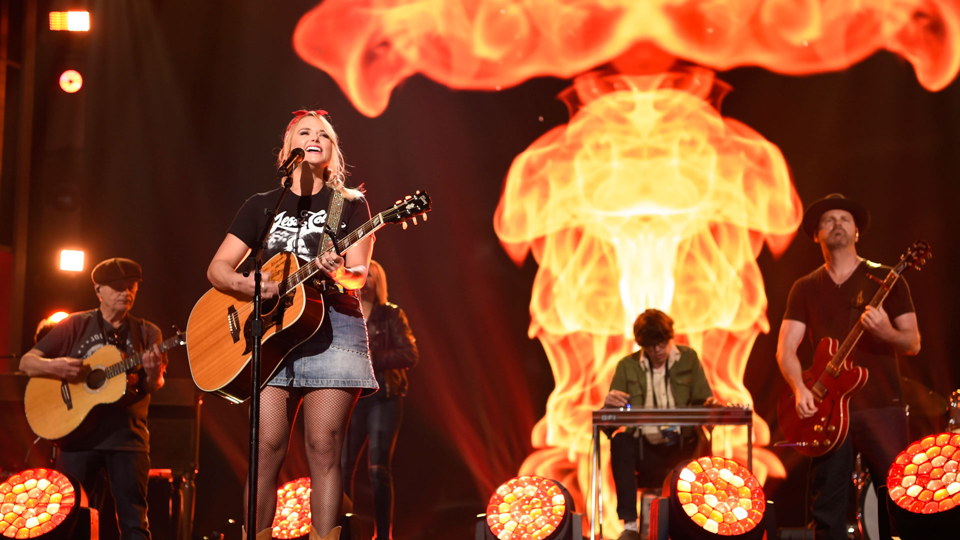 Sunscreen might be necessary for Miranda Lambert's fiery performance at the 53rd ACM Awards.