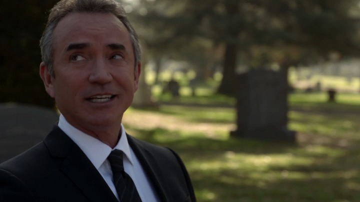 The cemetery that opened the episode is home to many green parrots, which are thought to be from a Pasadena nursery that burned down in 1969.