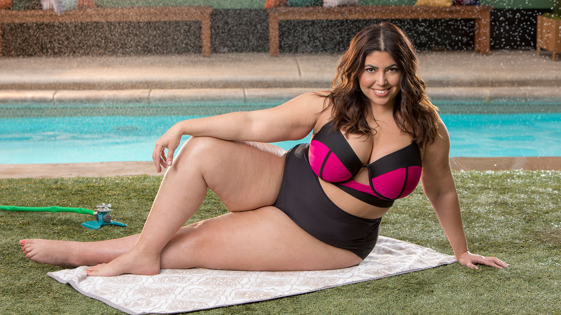 Jessica Milagros puts her modeling experience to good use showing off modern swimwear.