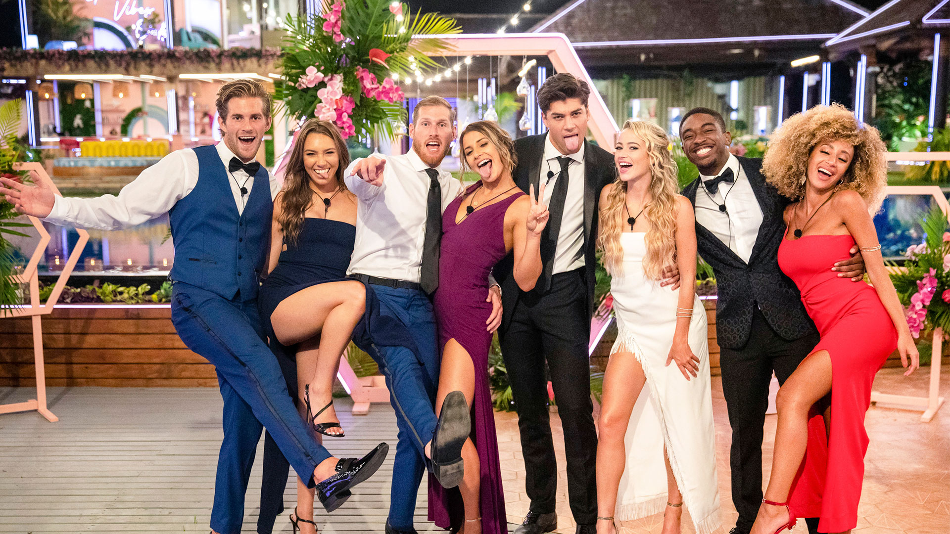 Which sexy singles turned into cuddly couples on Love Island USA?