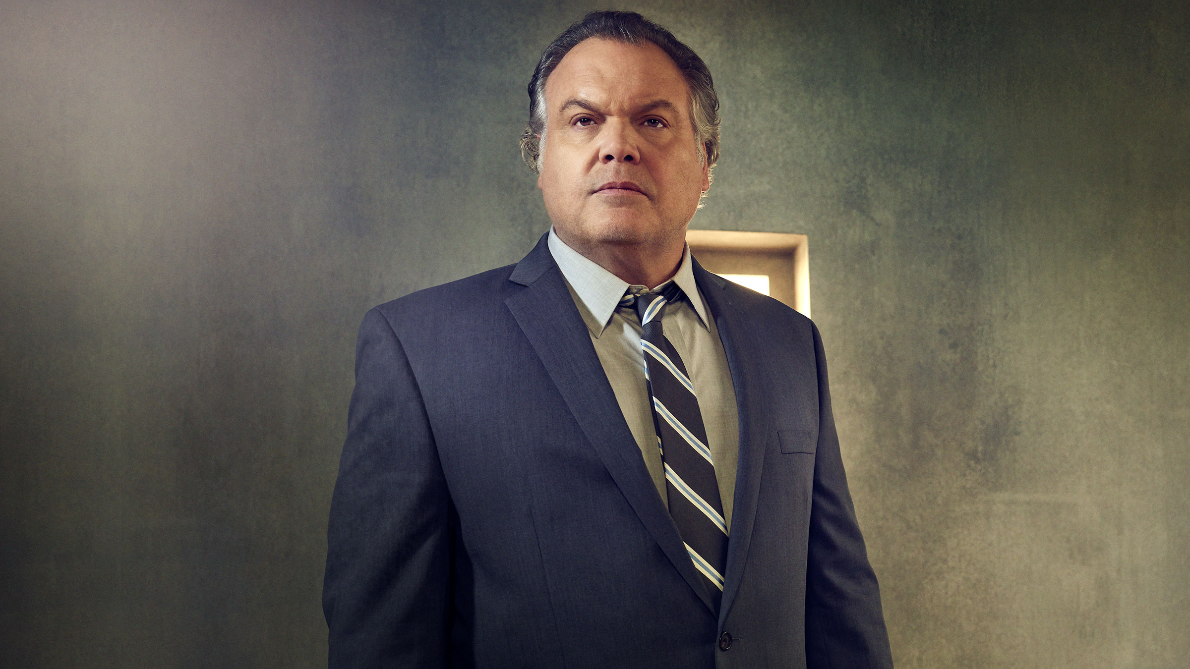 Vincent D'Onofrio as Sgt. Ian Lynch