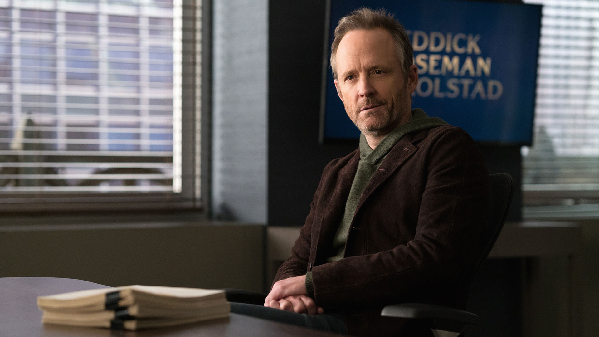 John Benjamin Hickey as Neil Gross