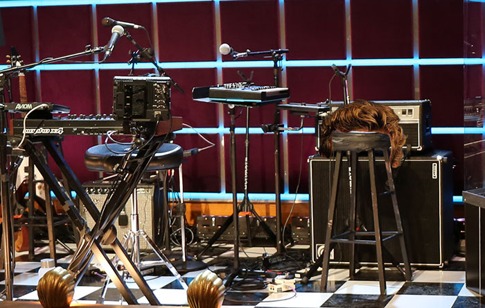 Simon Baker's hair stole Hagar's stool