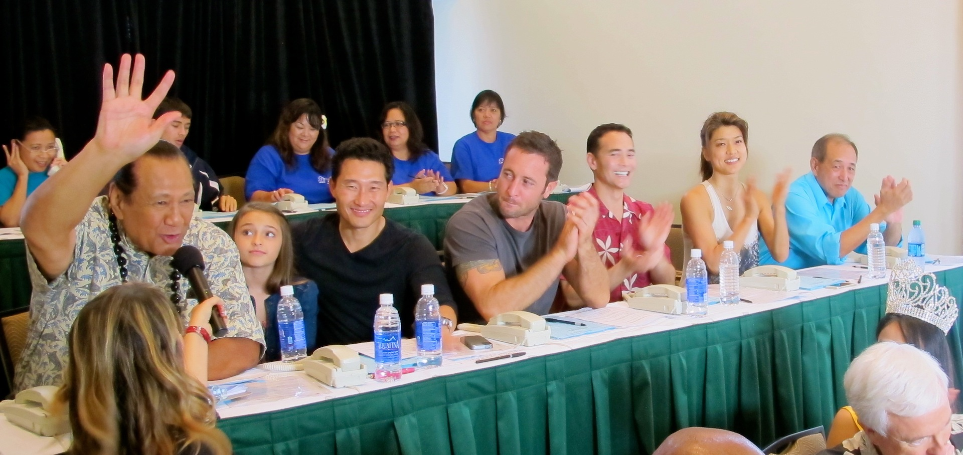 The Cast of H50 Lend a Hand
