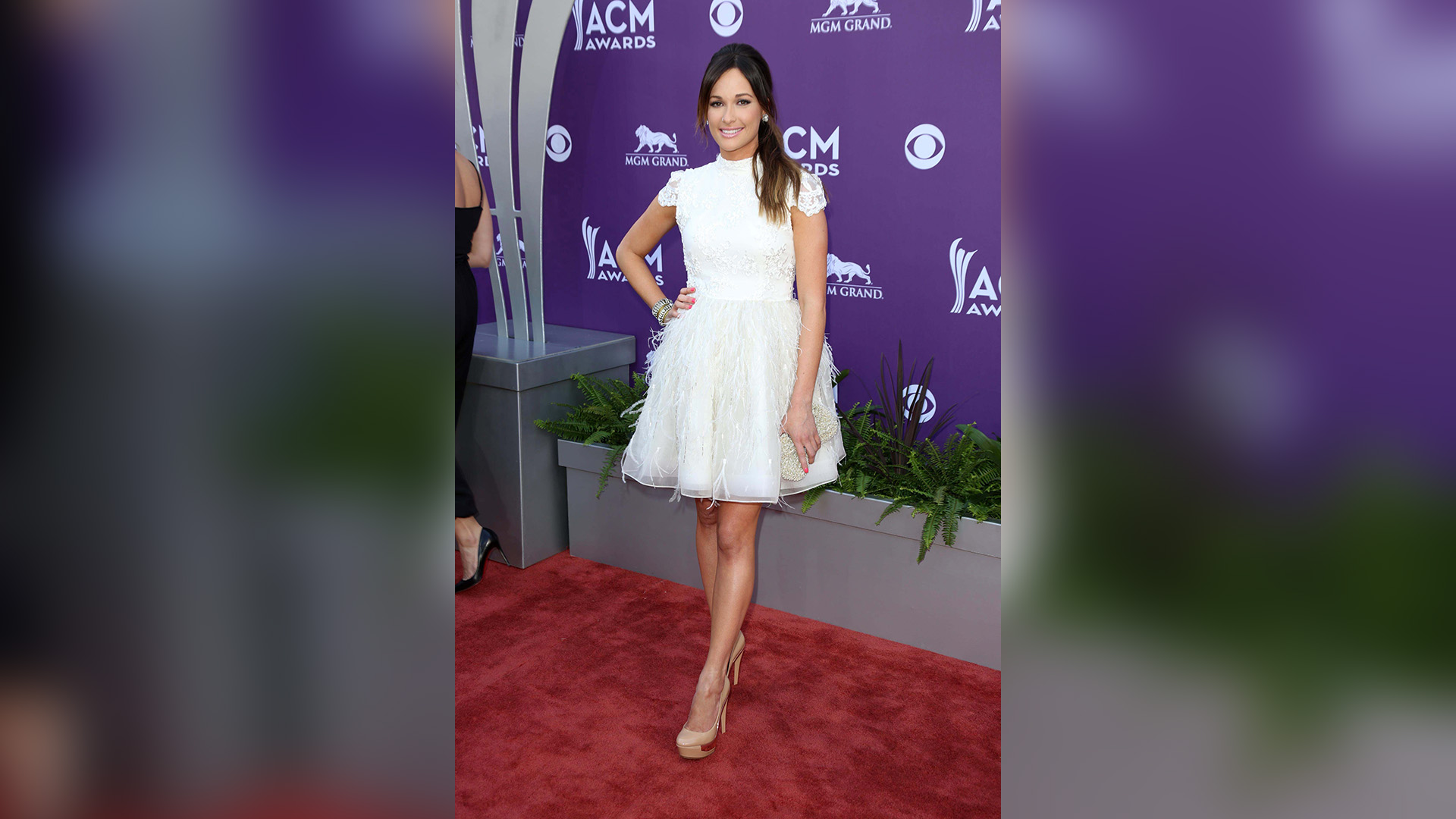 Kacey Musgraves wore sweet, lacey white in 2013.