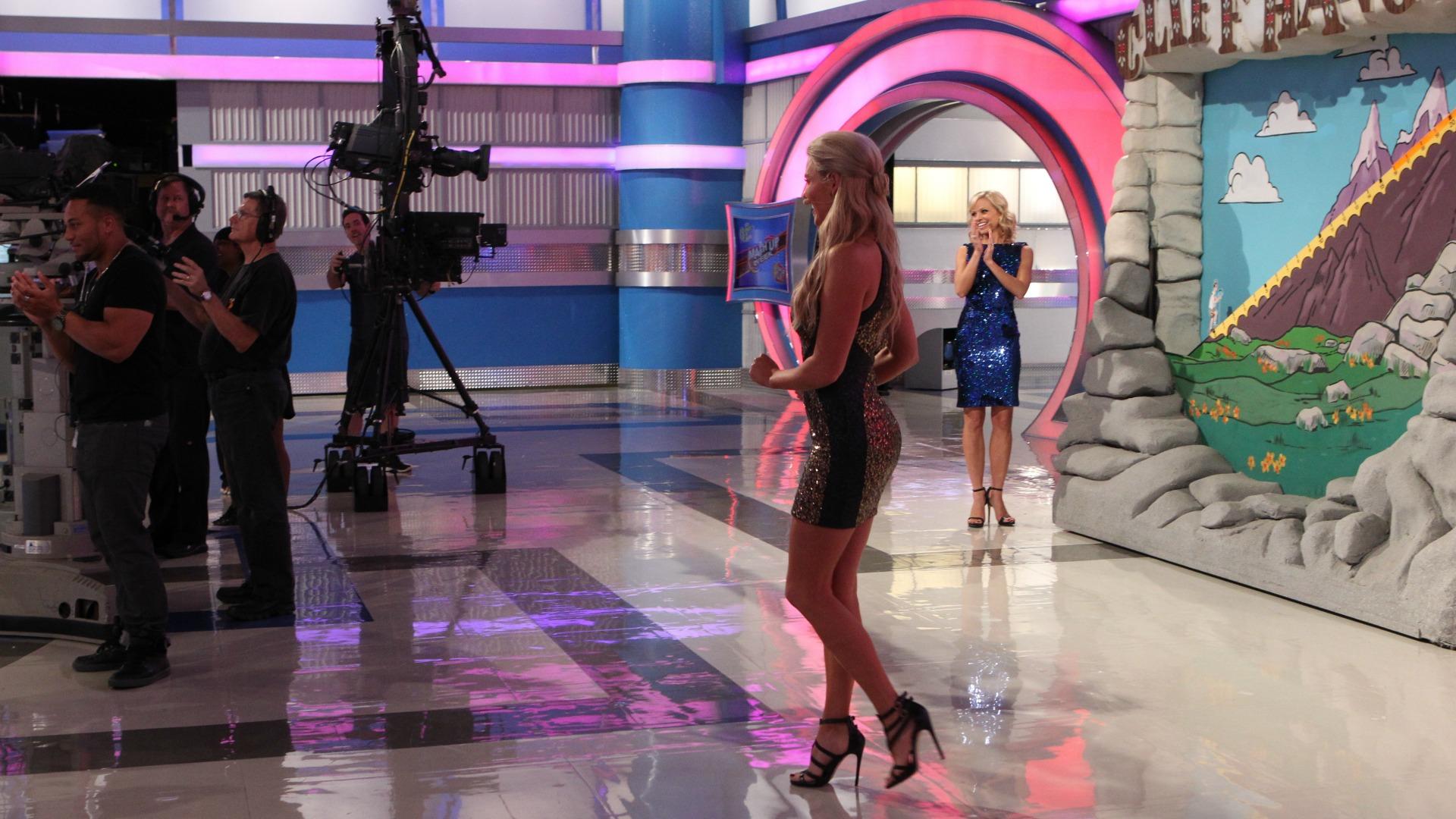 Rachel makes her way on set!