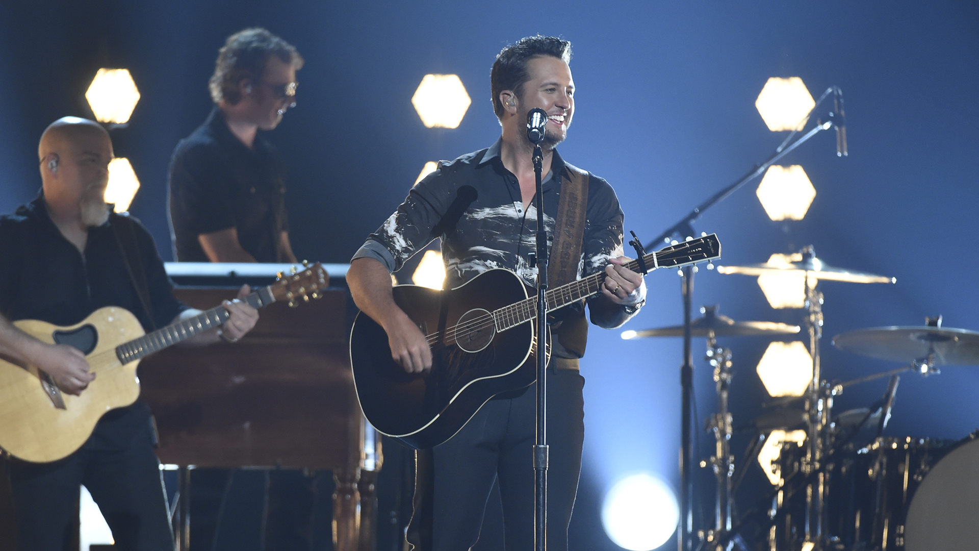 Luke Bryan plays his 20th number one single,