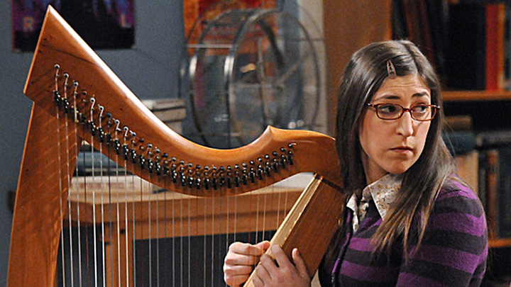 She plays the piano, trumpet and learned to play the harp for her role on Big Bang.