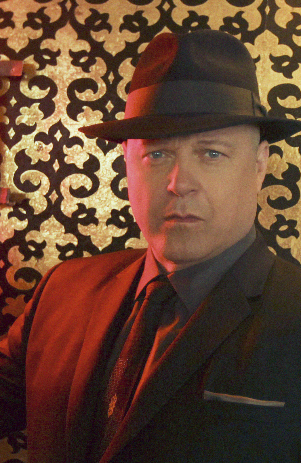 Vegas star Michael Chiklis presents at the ACMs