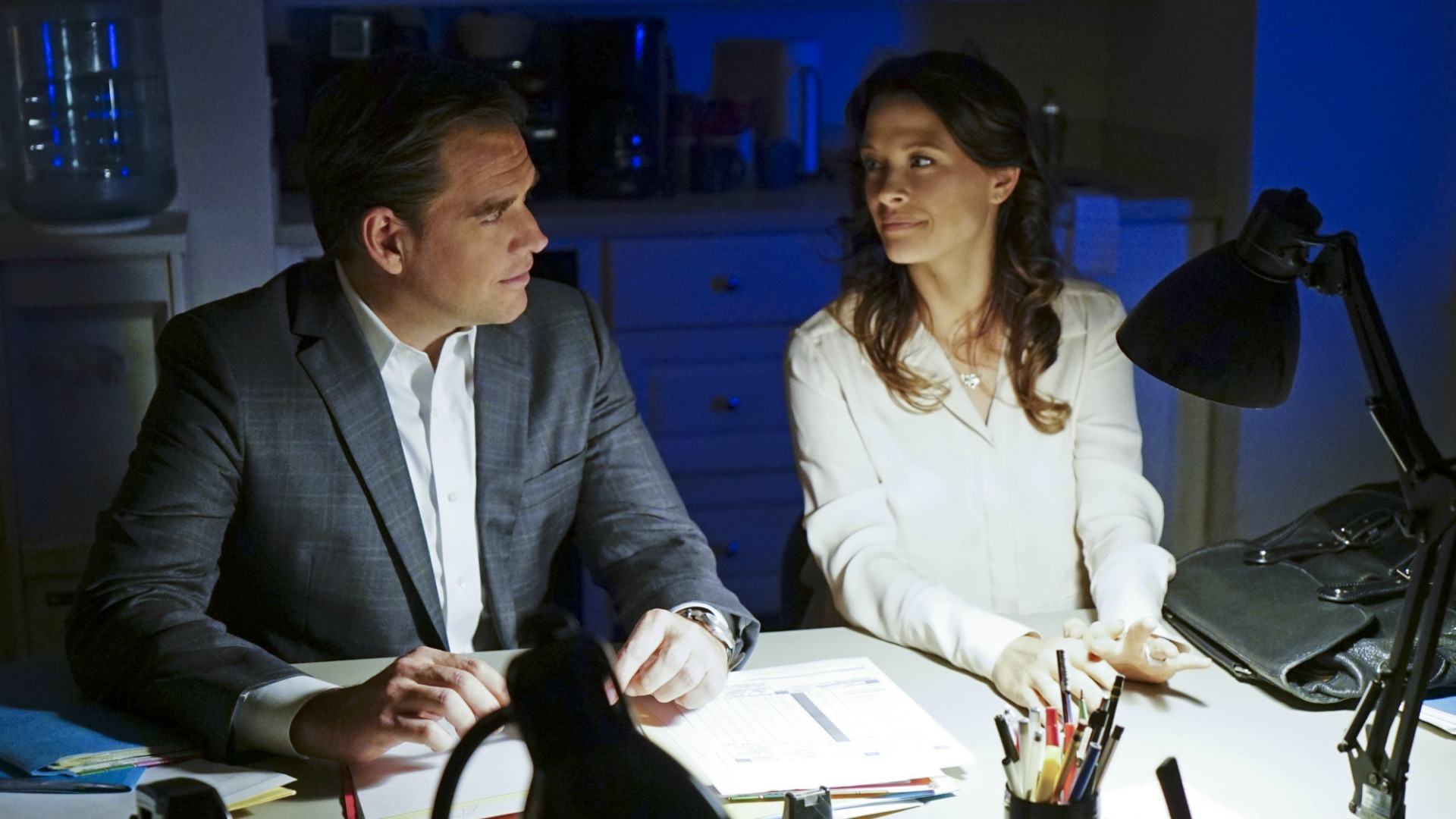 DiNozzo has an emotional conversation with Jeanne.