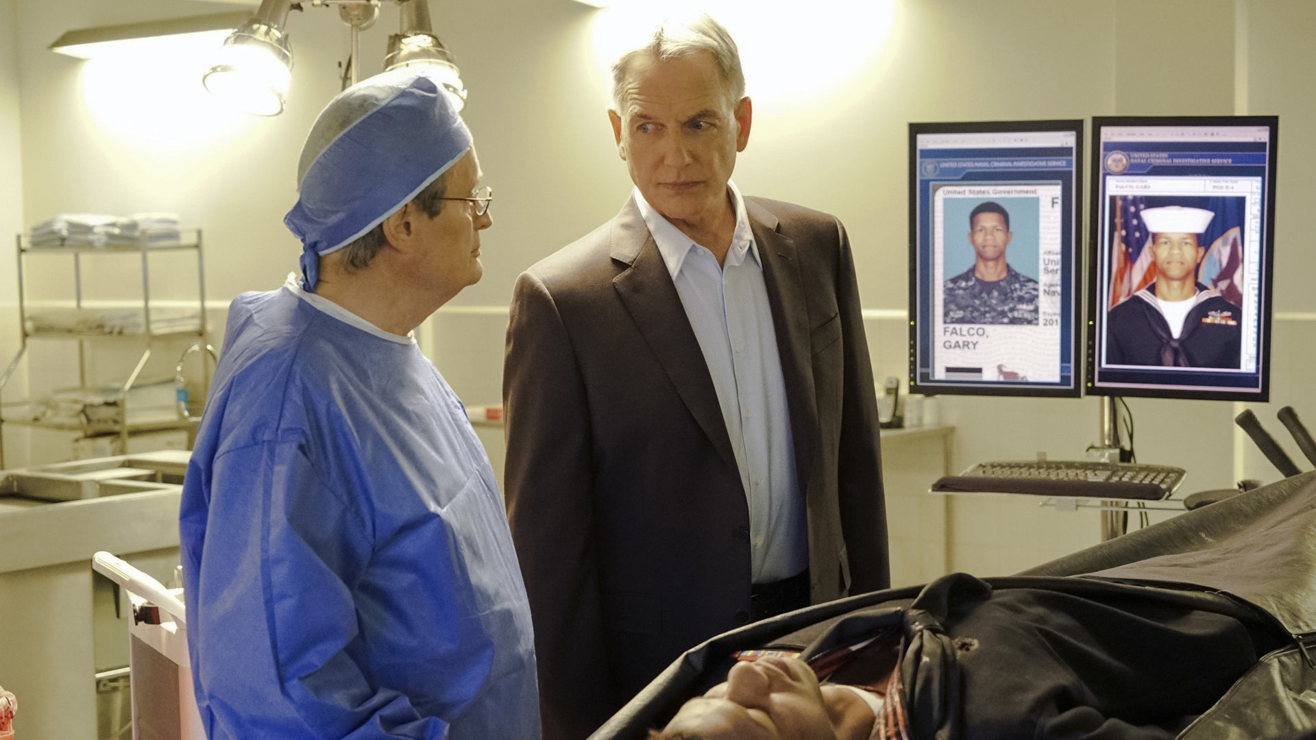 Ducky updates Gibbs on an autopsy.
