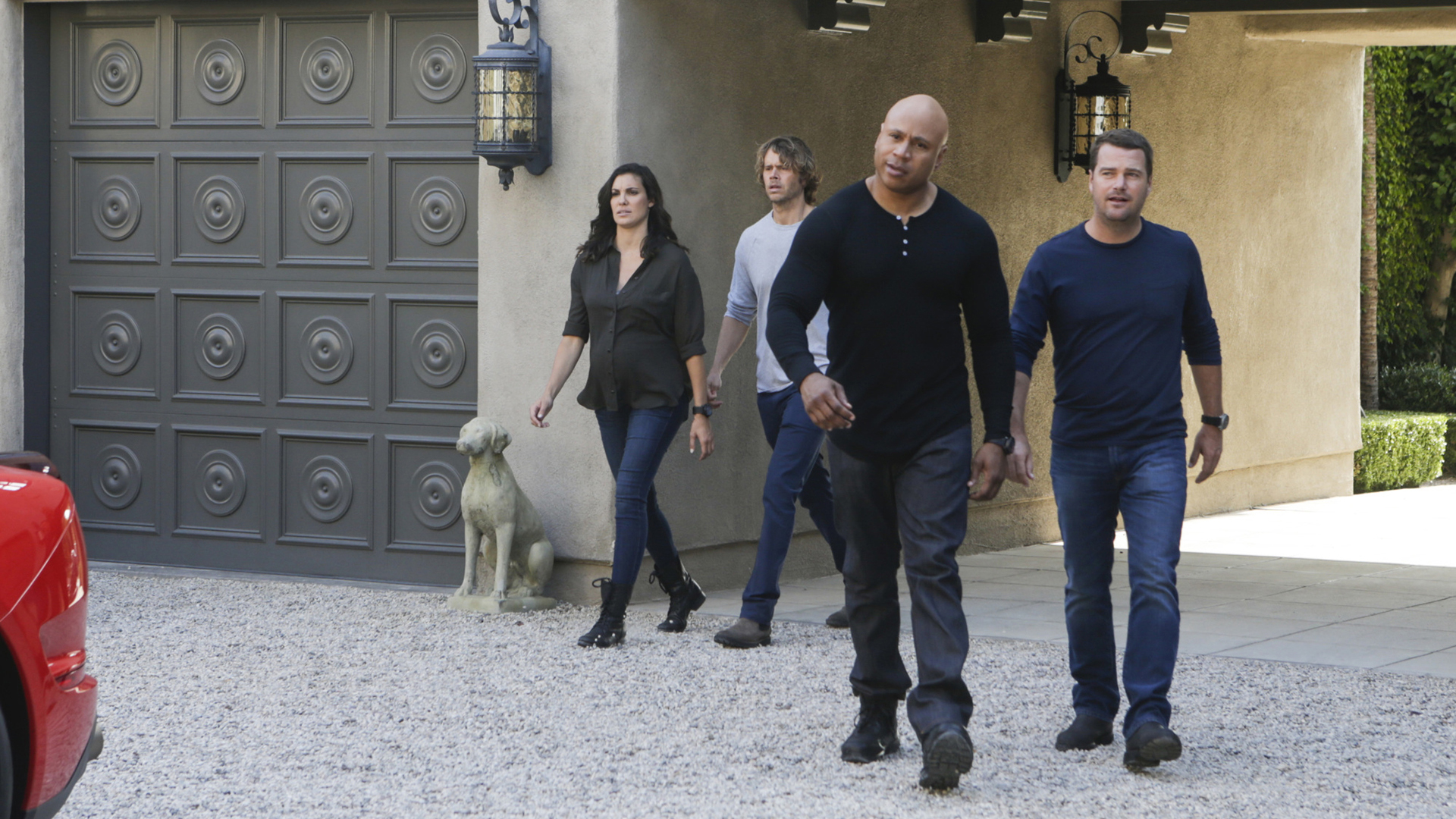 Kensi, Deeks, Sam and Callen pursue a suspect.