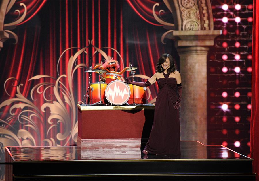 Performer Rosie Perez shines on stage when honoring Rita Moreno.