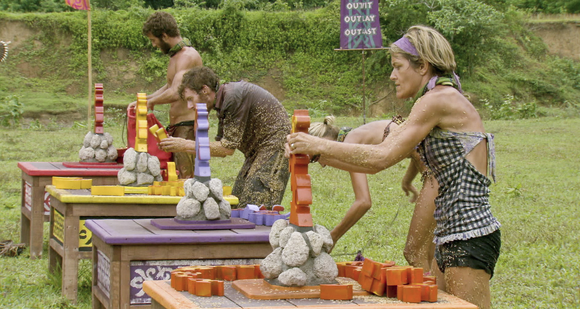 Working on the challenge in the Season 26 Finale
