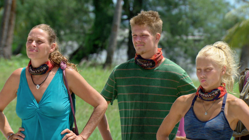 Kimmi, Spencer, and Kelley listen to Jeff Probst explain the Individual Immunity Challenge.