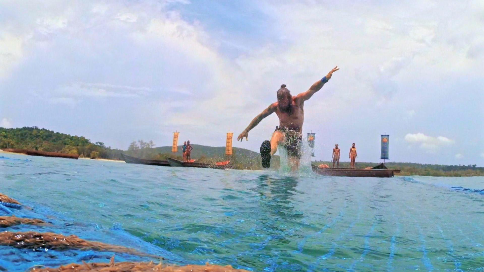 Jason dives in feet first during the Reward Challenge.
