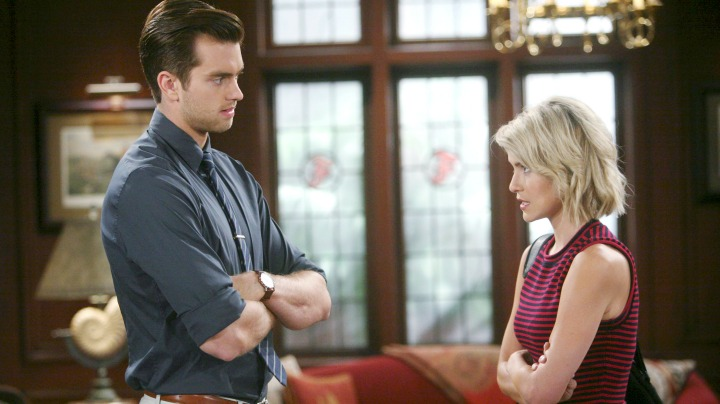 Caroline and Thomas promise to never talk about their night together.